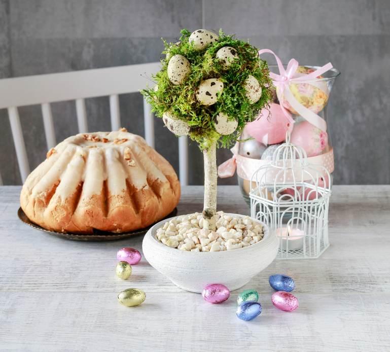 Copacelul Pastelui decorat cu oua de prepelita si muschi