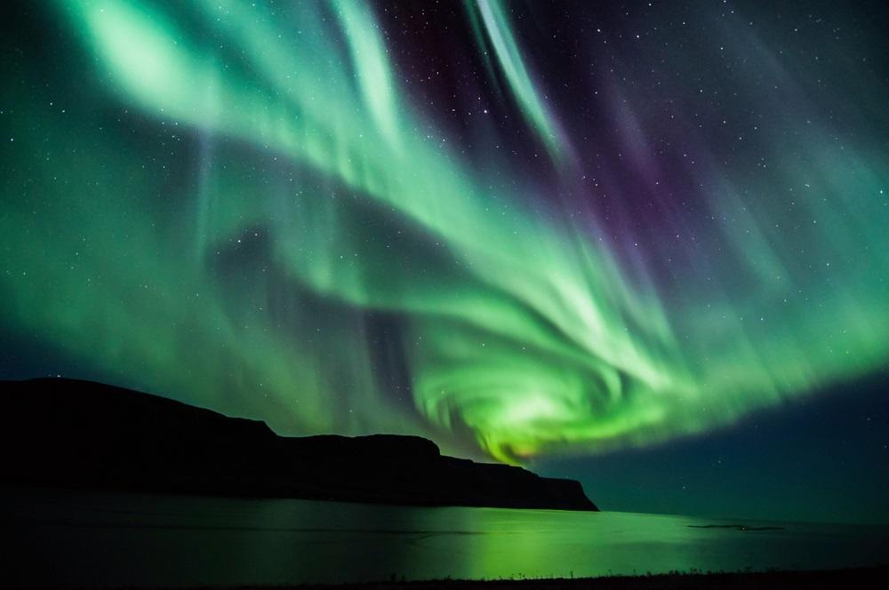 Aurora boreala in forma de spirala surprinsa toamna