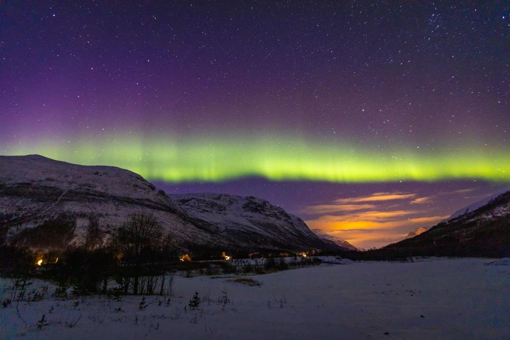 Fasia de lumini din Lakselvdalen, in nordul Norvegiei