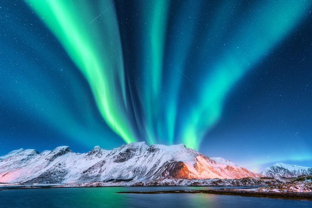 Aurora boreala, munti inzapeziti si stele mii pe cer. Ce altceva ai mai putea sa iti doresti?