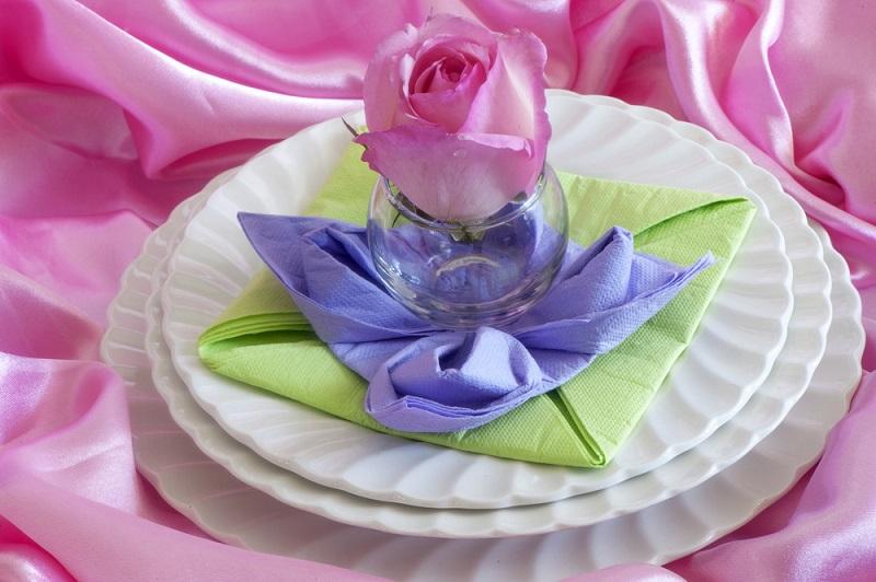 Flori peste flori peste flori: Servetel impaturit in stil floral