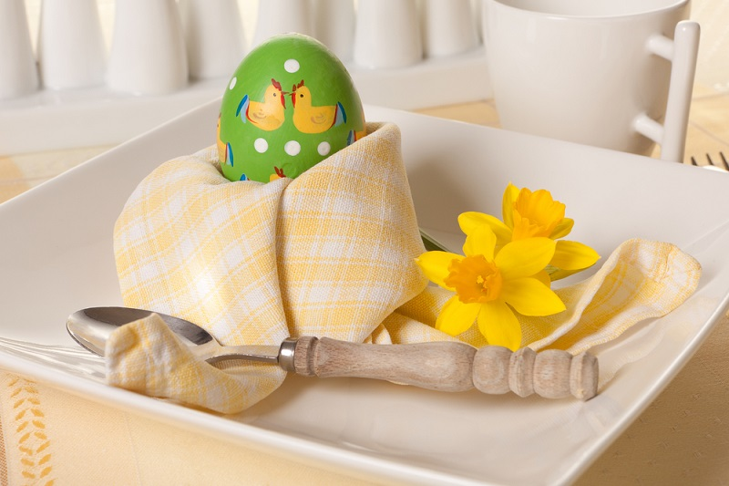 Cuibul cu oua: Servetel in forma de cuib, perfect ca suport de oua