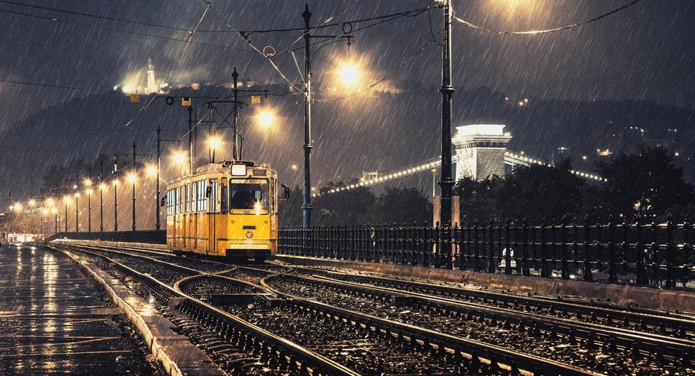 Du-ma acasa, tu tramvai, intr-o noapte fara Rai...