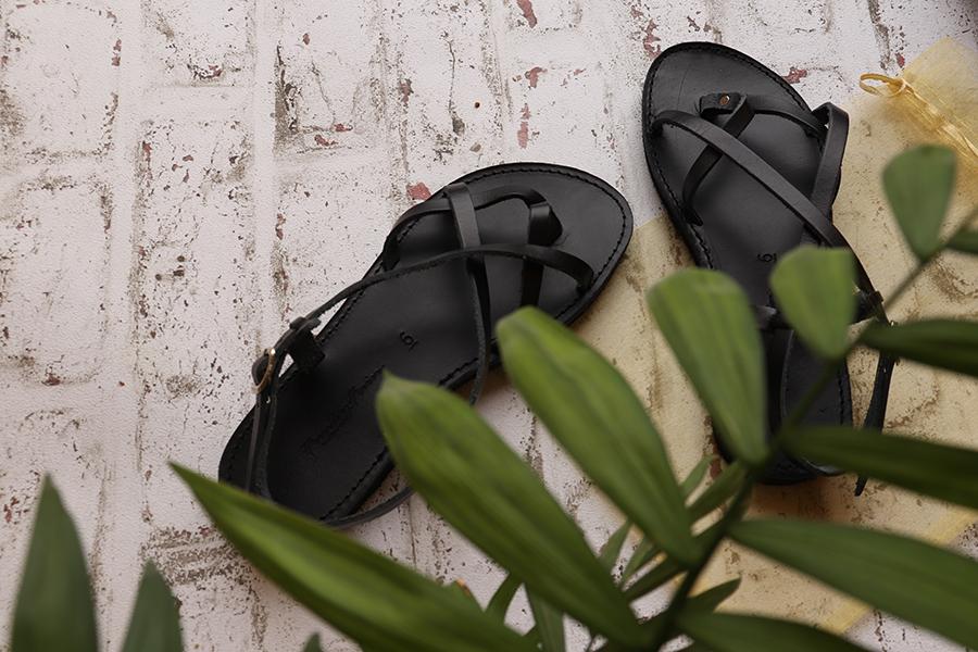 Sandale negre din piele naturală, cu talpă joasă
