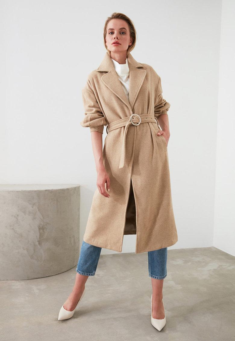Paltonul minimalist cu centură (curea) în talie