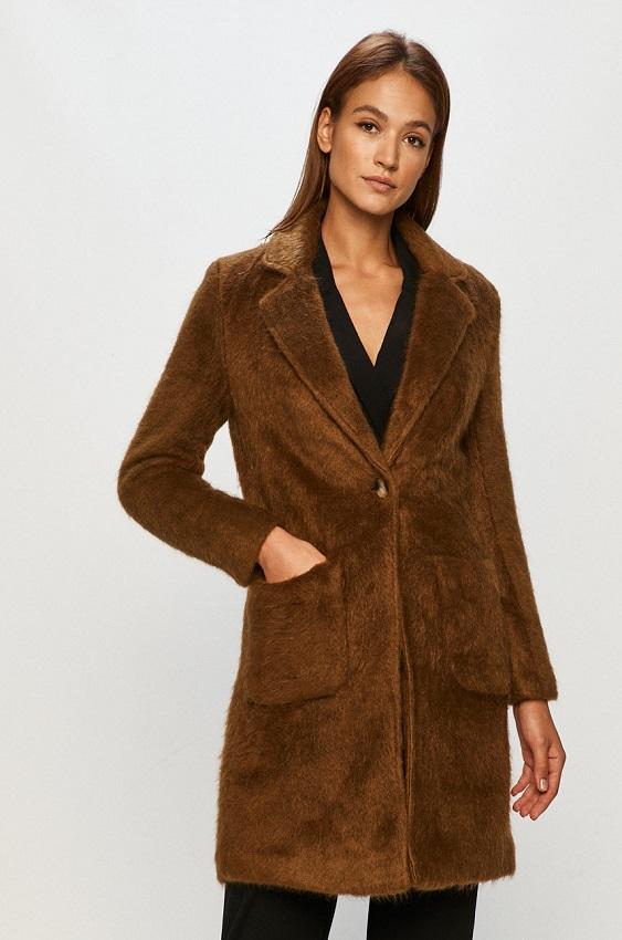 Paltonul din imitație de blană
