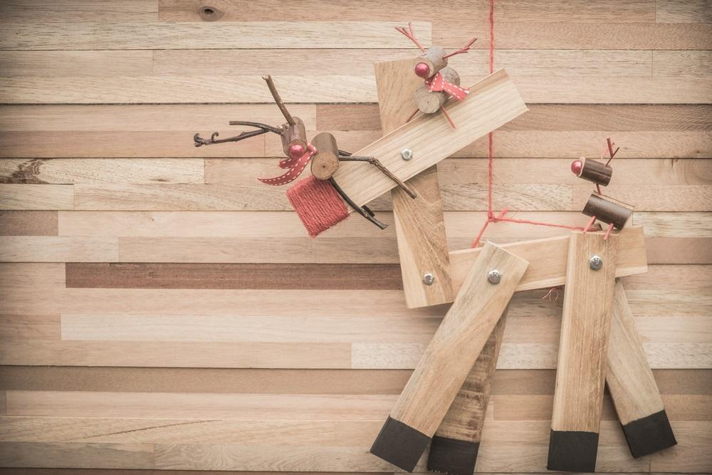 Renul Rudolf realizat manual din bucăți de lemn finisat