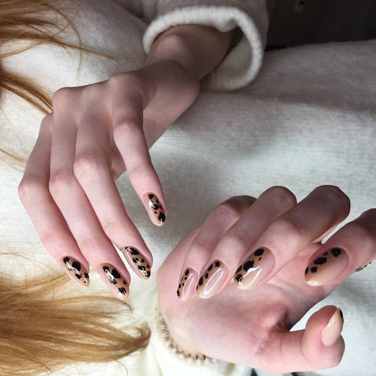 Animal print pe unghii, în toate formele, mai ales sub forma printului leopard