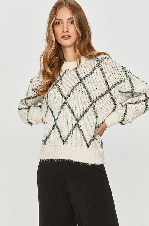 Pulover din tricot ornamentat