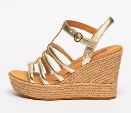 Sandale aurii din piele cu barete subțiri și platformă