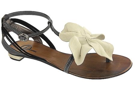 Sandale cu aplicatie florala