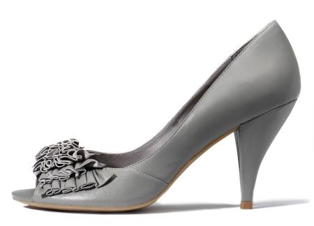 Pantofi cu aplicatii in straturi