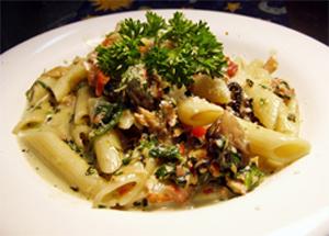 Salata calda de paste cu legume