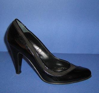 Pantofi din piele lacuita si intoarsa