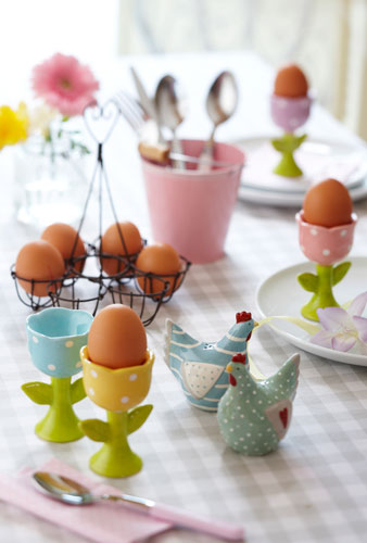 Suporturi pentru oua, vesele