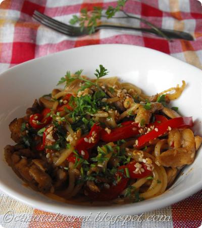 Paste cu pui, sos de soia si susan - asian style