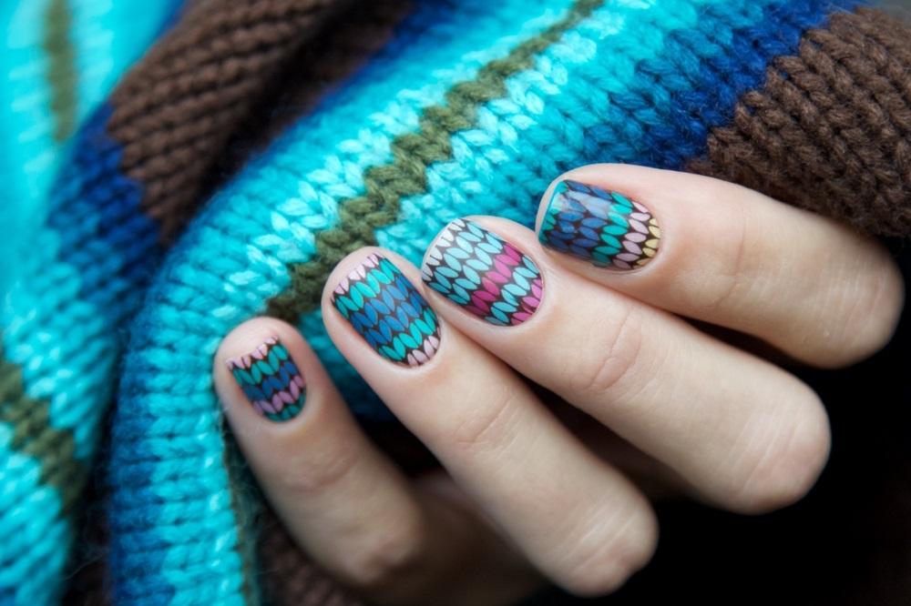 Manichiura de iarna care imita tricotajele