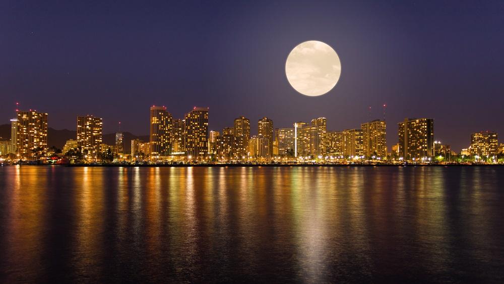 Bine ati venit in Honolulu, capitala statului Hawaii! Va intampina o Super luna plina