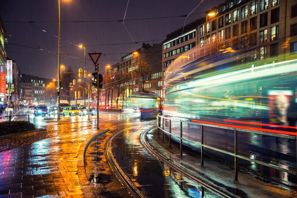 Noapte in München: Nu doar ploaia este vie, totul este in miscare