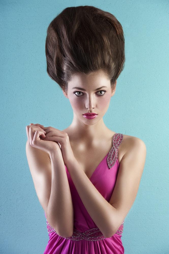 Coafura extravaganta inalta in stilul Marie Antoinette