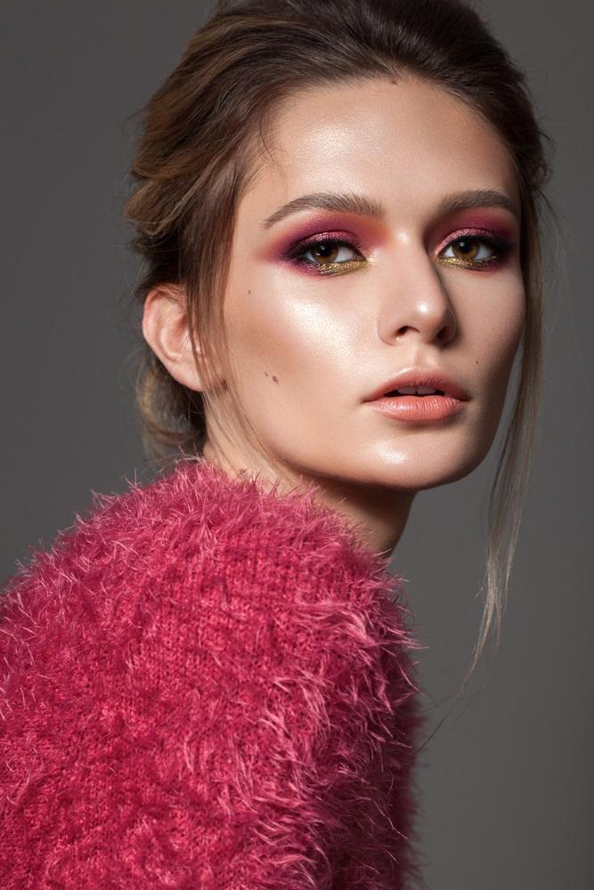 Duetul culorilor roz-auriu cald pentru o privire profundă