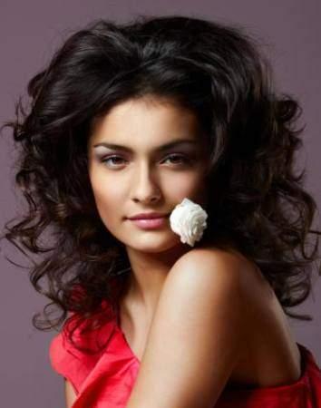 Exotic hairstyle: Tunsori pentru par cret. Accent pe volum