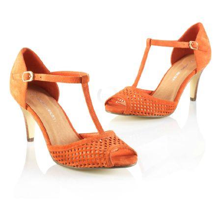 Sandale perforate din piele